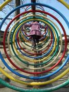 公園のカラフルトンネル遊具