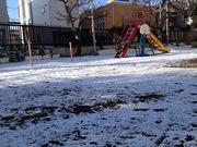雪の朝の保育園