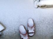 サンダルの雪