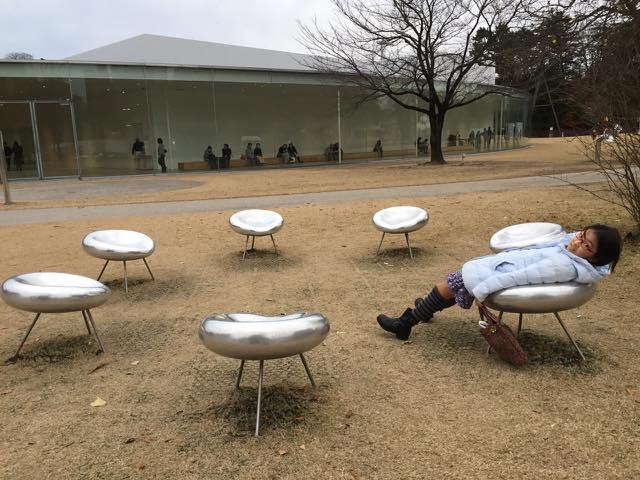 21世紀美術館の外の椅子