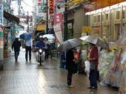 雨降りの商店街