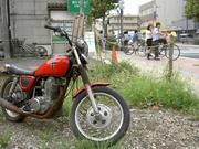 空き地のバイク