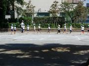 公園で運動会の練習中