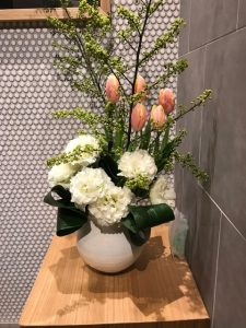花活けてみる春分の日の玄関