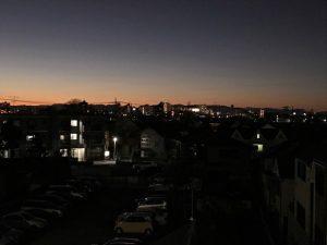 黎明に似たる薄暮に在る淑気