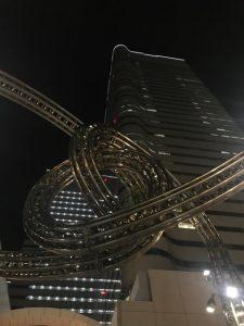 メビウスの輪や宵闇の未来都市