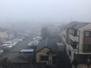 此の先の暮らしそのもの五里霧中