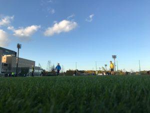 サッカー観戦観衆は雲のごと