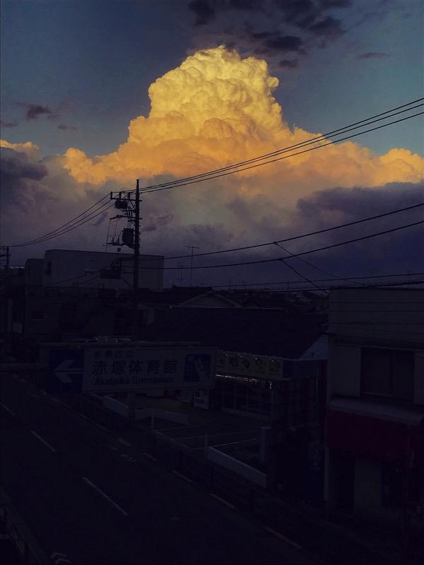 夏近し突如噴火の桜島