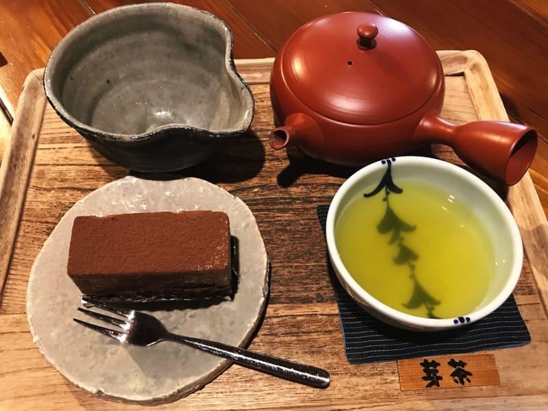 洋菓子に叶ふ新茶は芽茶なりし