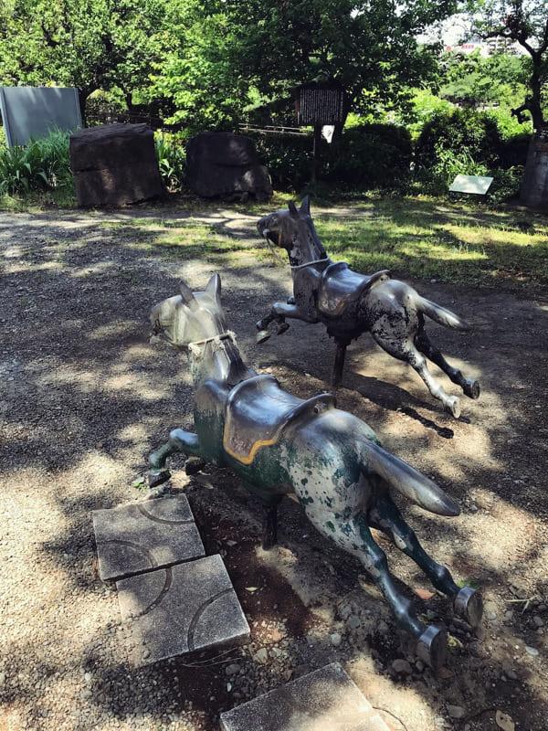 五合目に人待つ馬や富士登山
